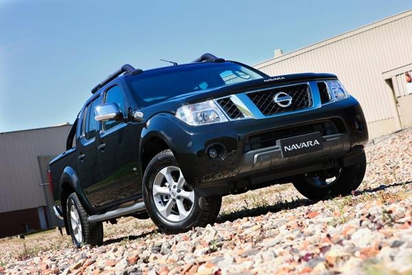 Nissan Navara ST-X 550 Photo3 full view rh side 600