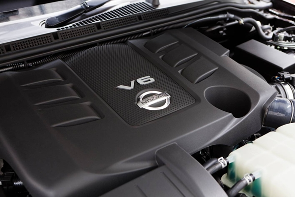 Nissan Navara ST-X 550 Photo4 engine view 600