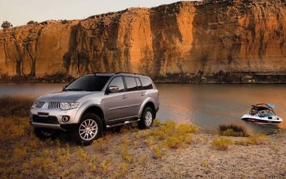 Mitsubishi Challenger XLS Cool Silver River