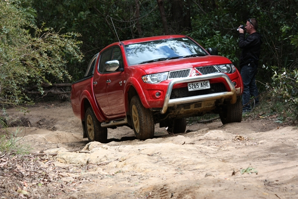 Mitsubishi Triton GLX-R 4WD Dual Cab Ute external front three quarters