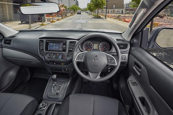 2017 Mitsubishi Triton GLX 4WD cab chassis