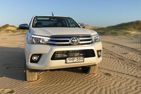 Toyota Hilux SR5 MT d