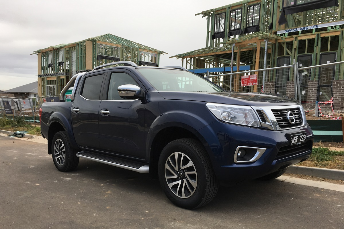 2018 Nissan Navara ST-X front qtr