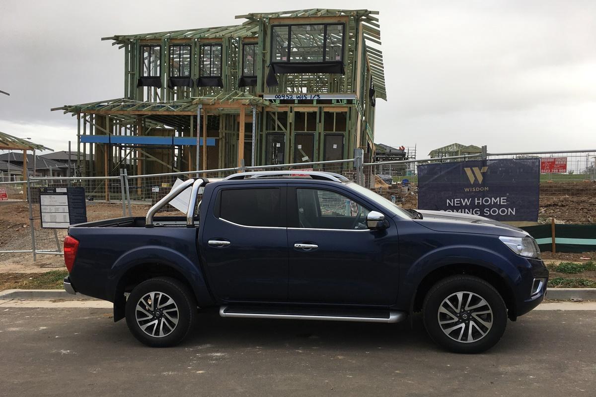 2018 Nissan Navara ST-X side