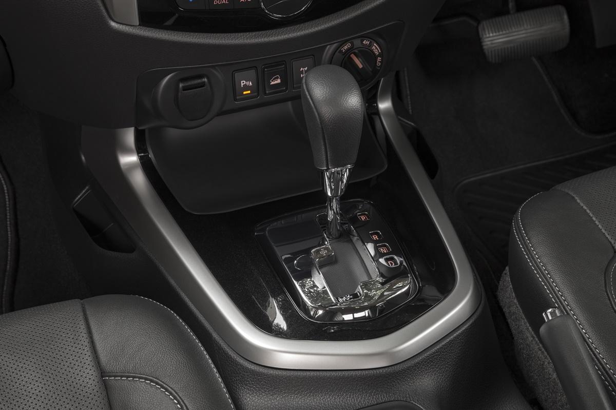 2018 Nissan Navara ST-X transmission