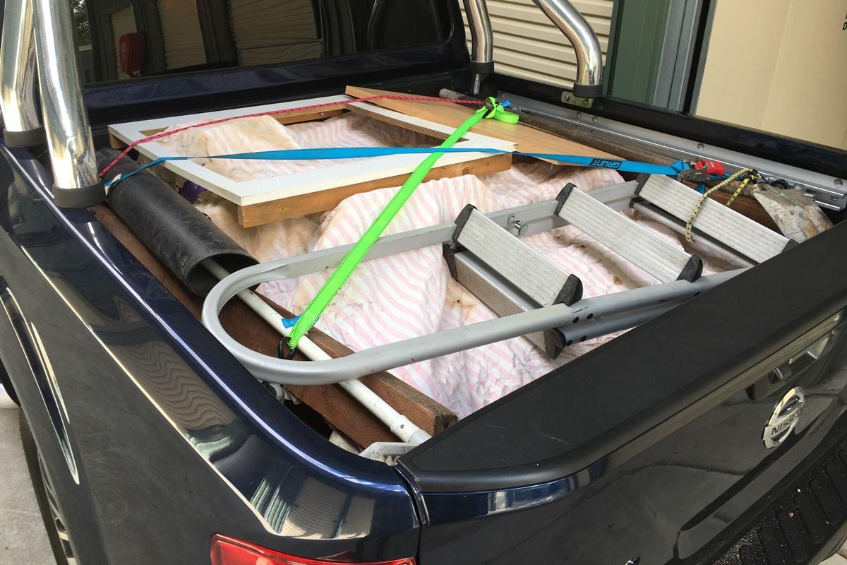 2018 Nissan Navara ST-X tray load 2