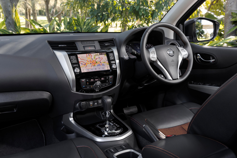 2019 Nissan Navara N-TREK dash