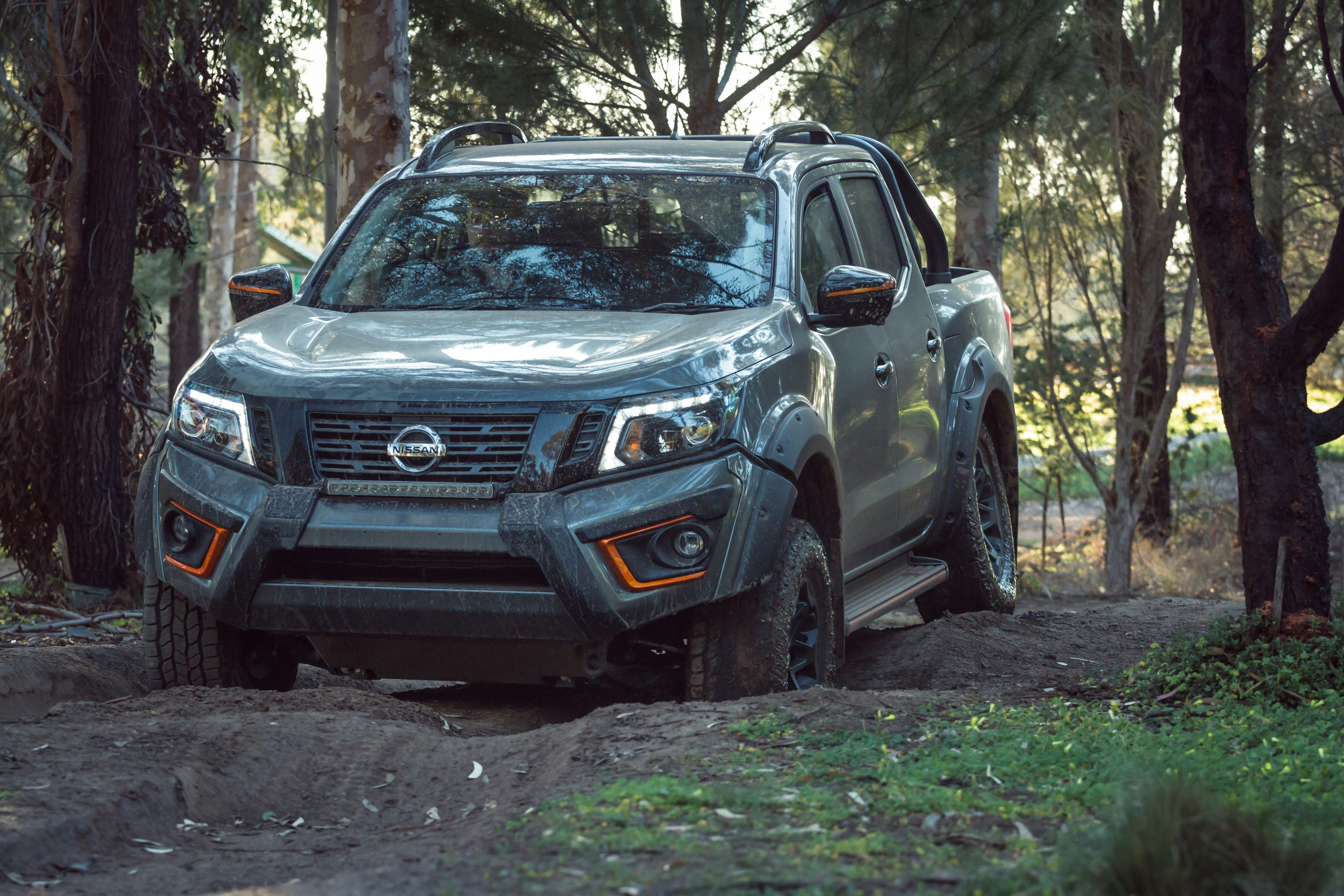 Nissan Navara N-TREK 1 wheel articulation ThomasWielecki