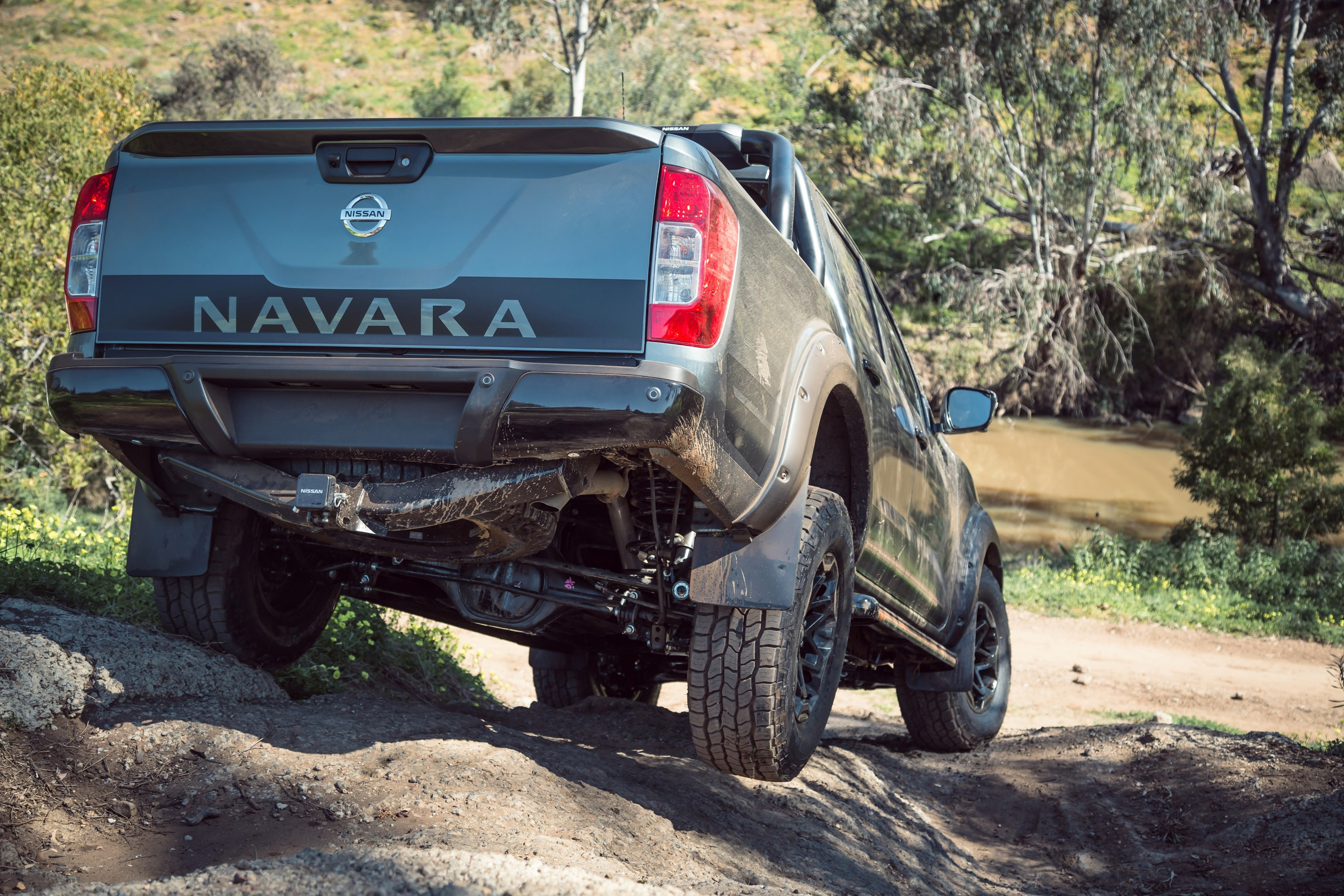 Nissan Navara N-TREK Warrior 12 rear articulation