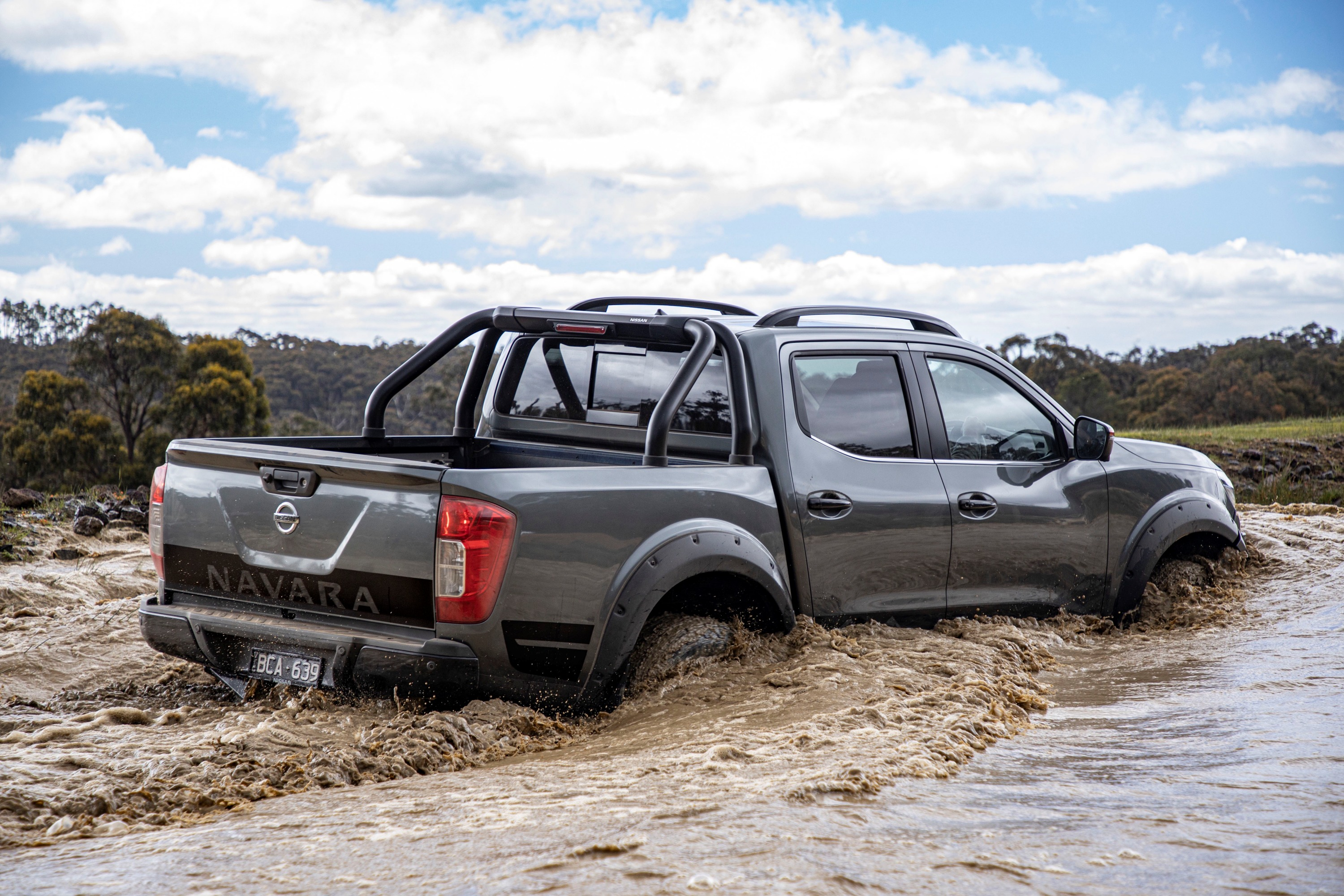 Nissan Navara N-TREK Warrior 13 water driving