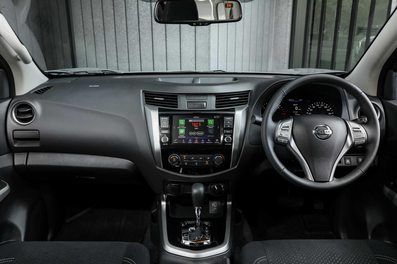 2020 Nissan Navara ST 6 interior dash