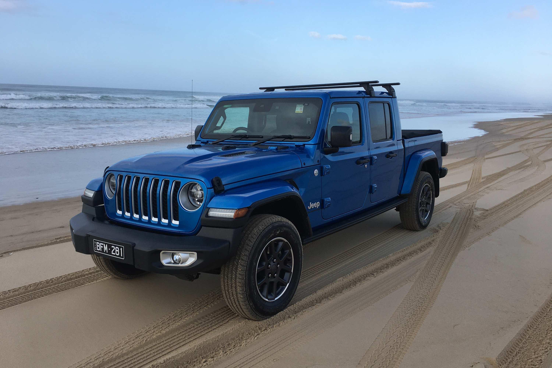 Jeep Gladiator Overland 4WD Ute front quarter