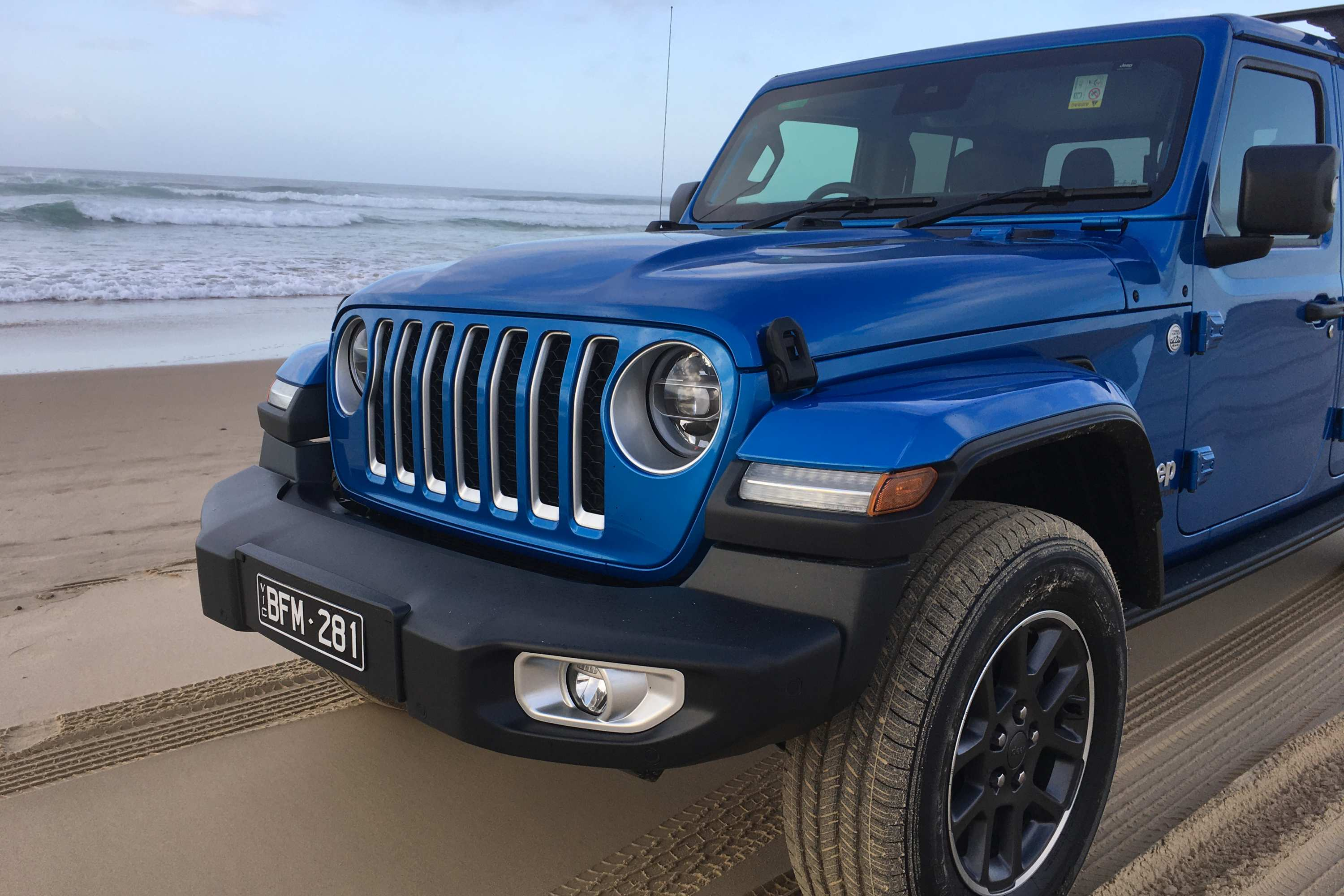 Jeep Gladiator Overland 4WD Ute grill 2