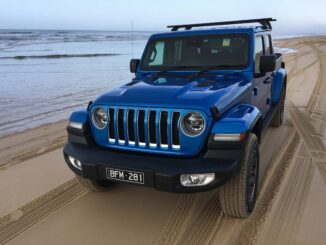 Jeep Gladiator Overland 4WD Ute grill 3