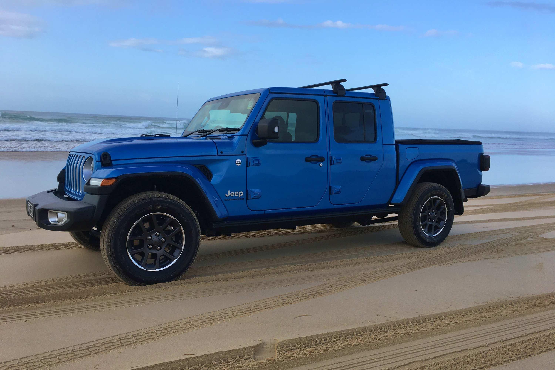 Jeep Gladiator Overland 4WD Ute profile