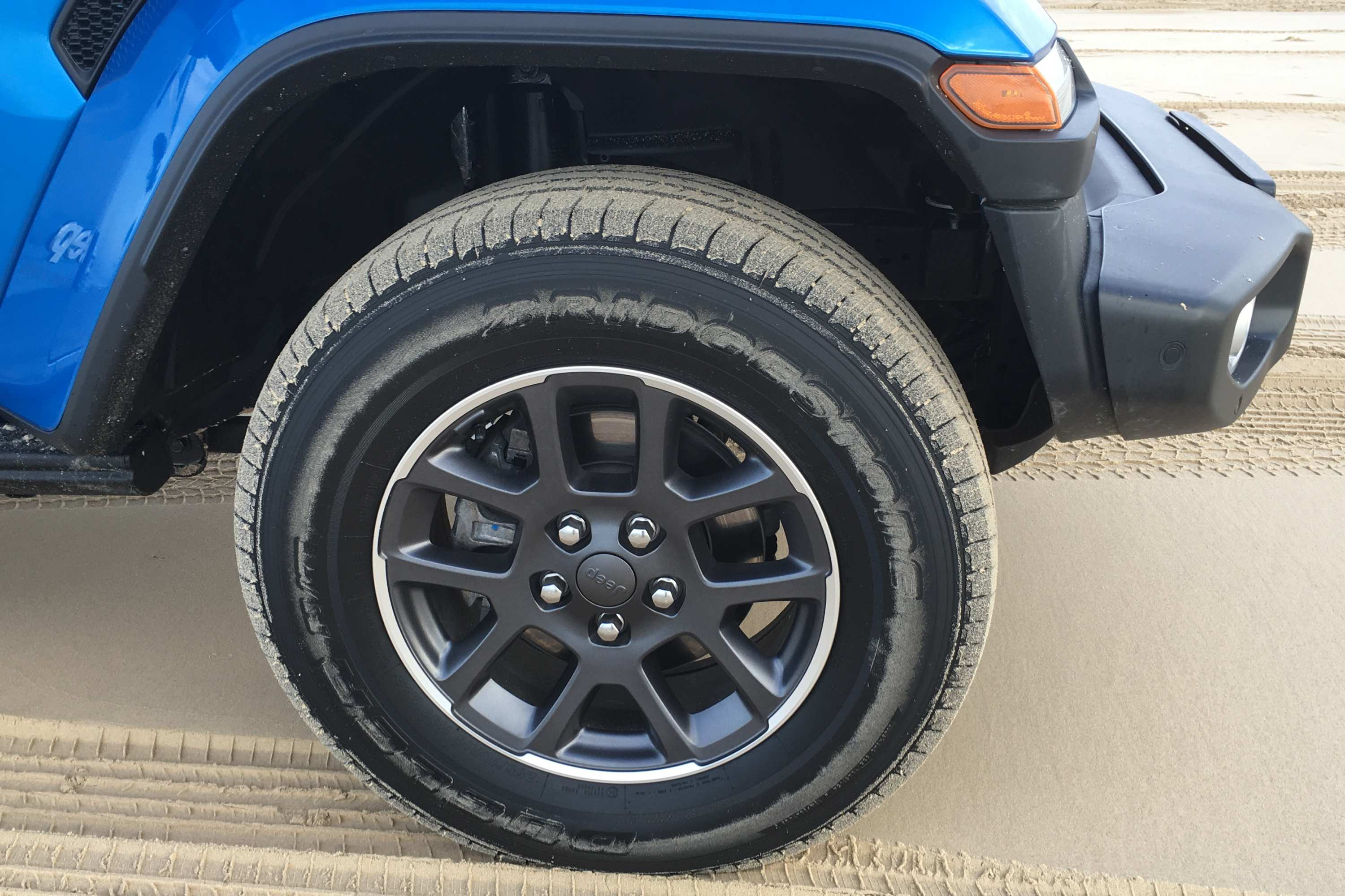 Jeep Gladiator Overland 4WD Ute tyres