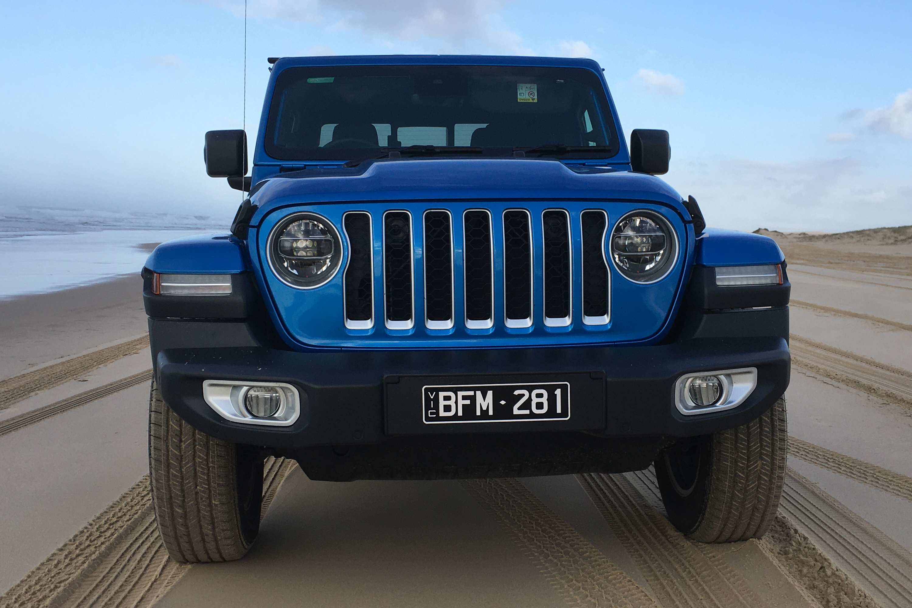 Jeep Gladiator Overland 4WD Ute grill