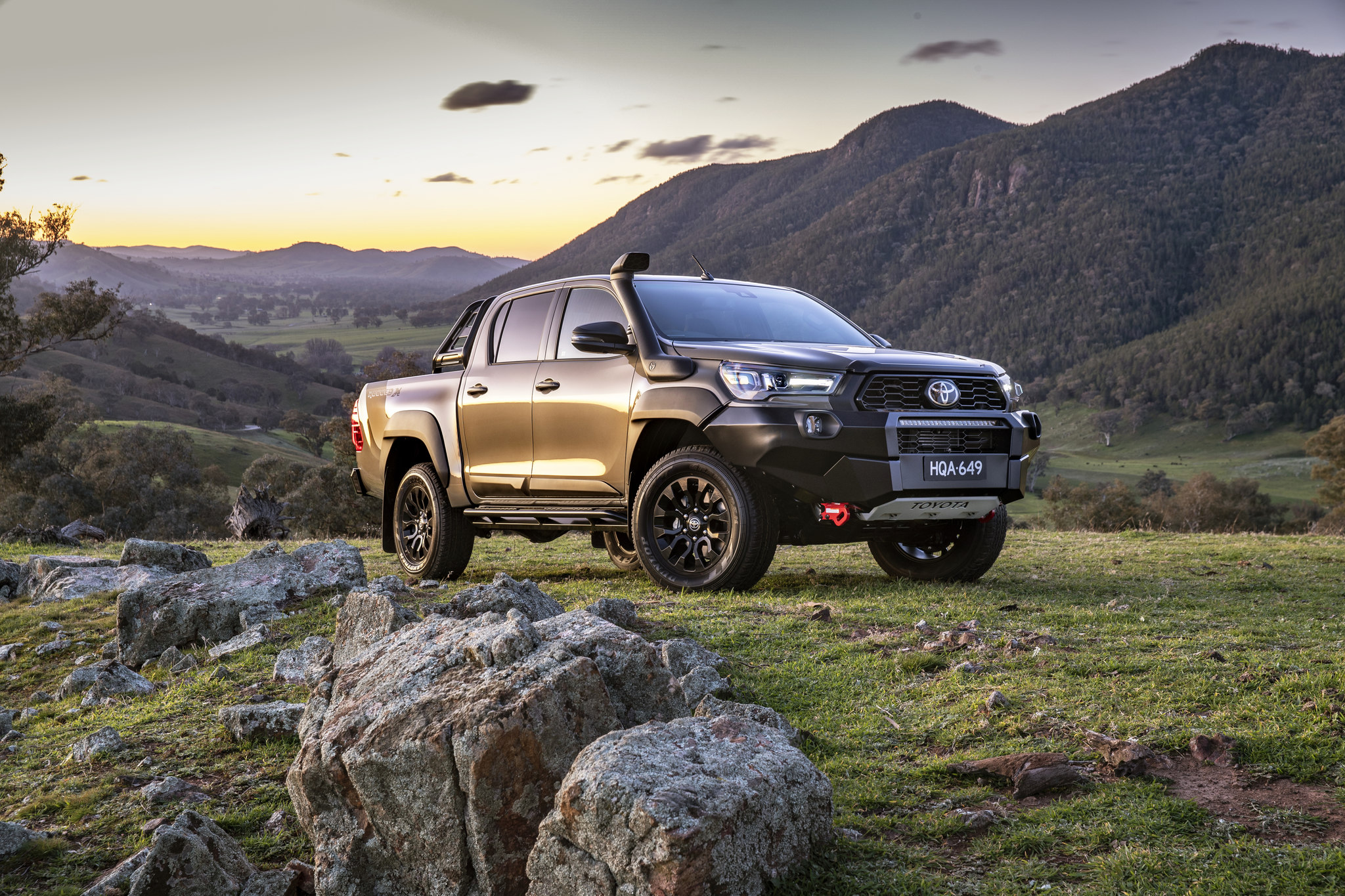 hr-15+2020+Toyota+HiLux+Rugged+X_Easy-Resize.com