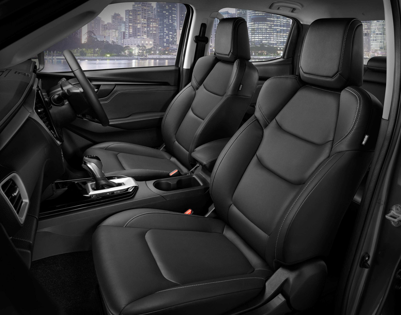 22MY Isuzu D-MAX 4x4 LS-U+ - Front Seat.